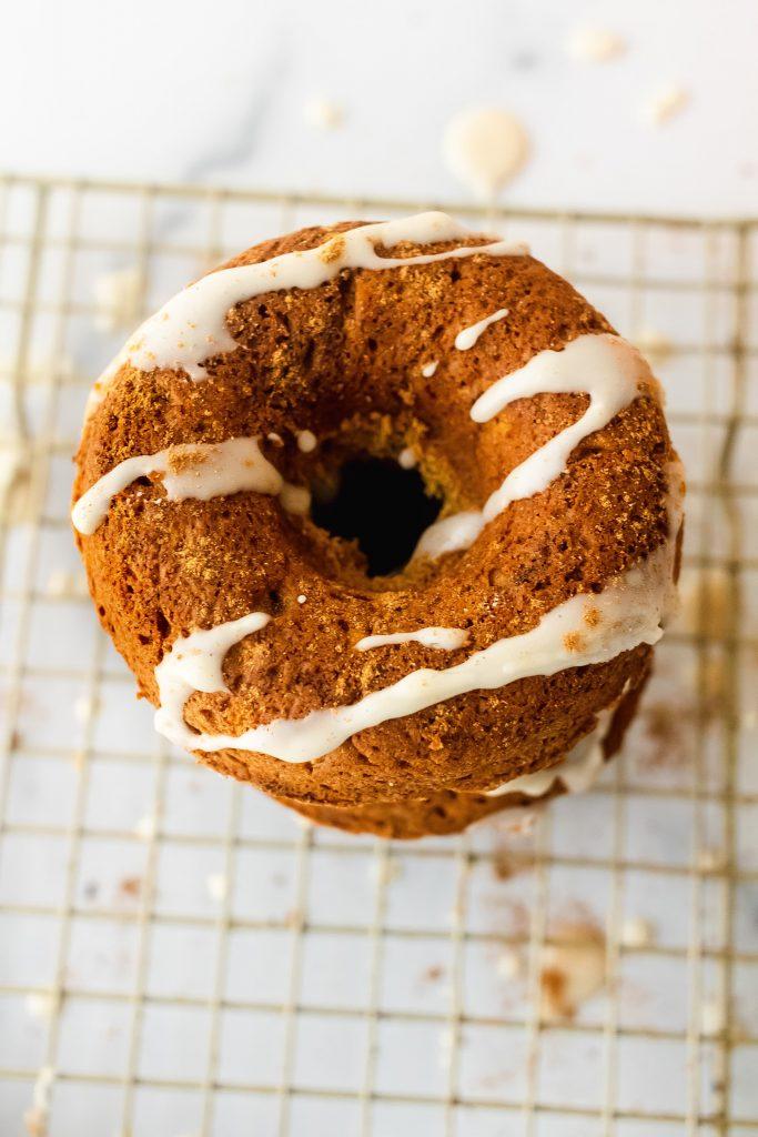 healthy pumpkin donuts with pumpkin spice maple glaze