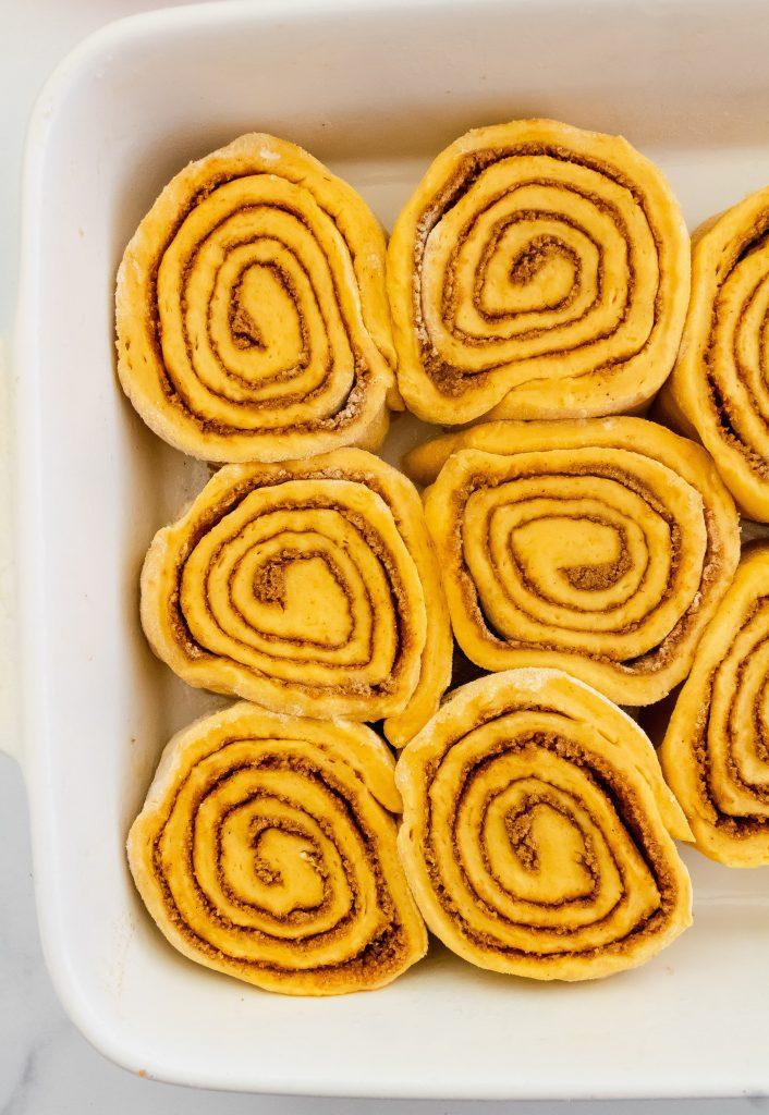 how to make pumpkin spice cinnamon rolls with pumpkin cinnamon sugar