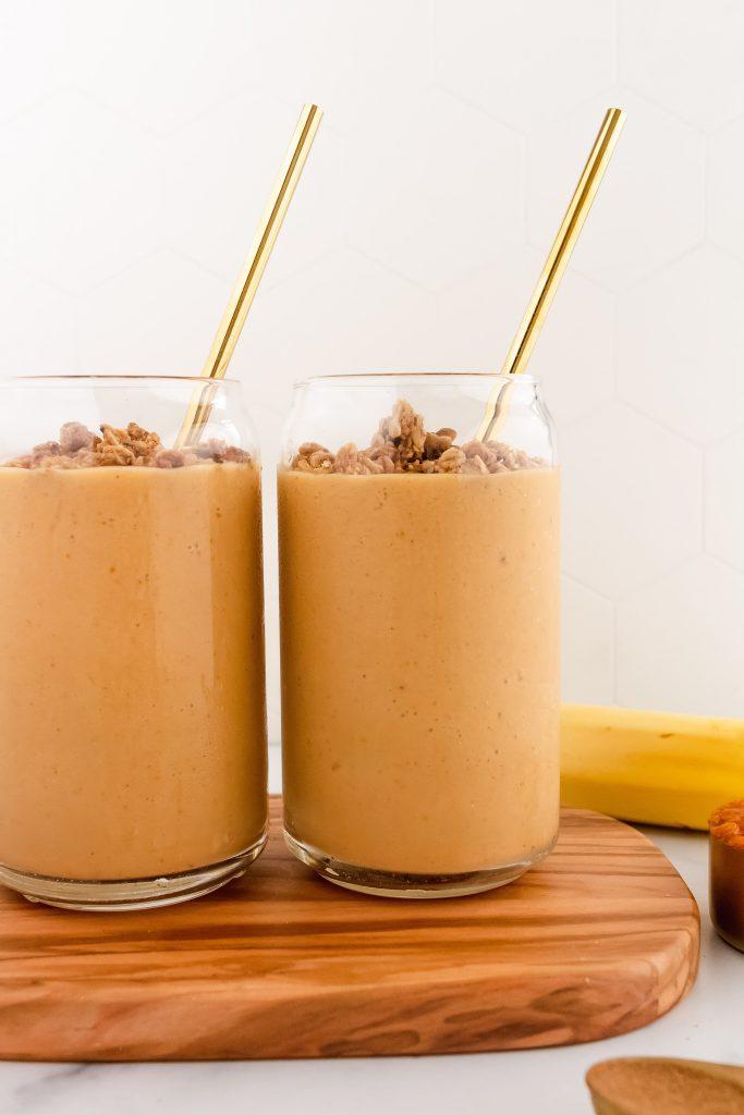 healthy pumpkin smoothie with oat milk, collagen and pumpkin spice