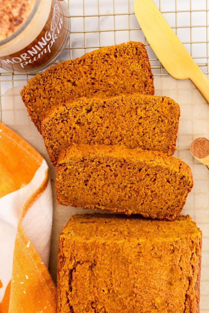moist & fluffy pumpkin spice latte bread